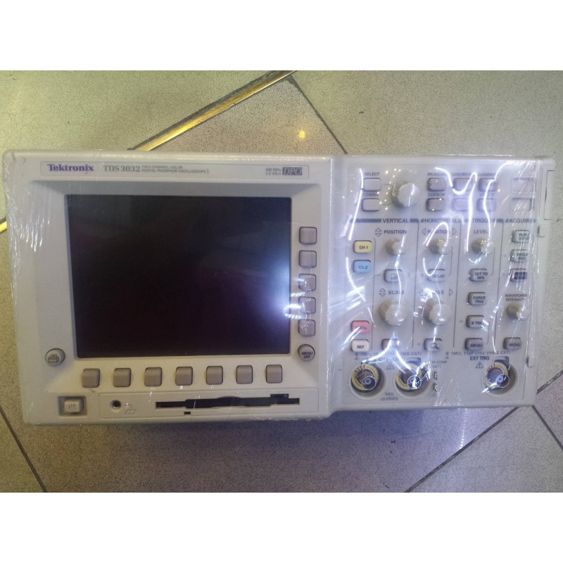 TEKTRONIX 3032 300MHzOSCOPE